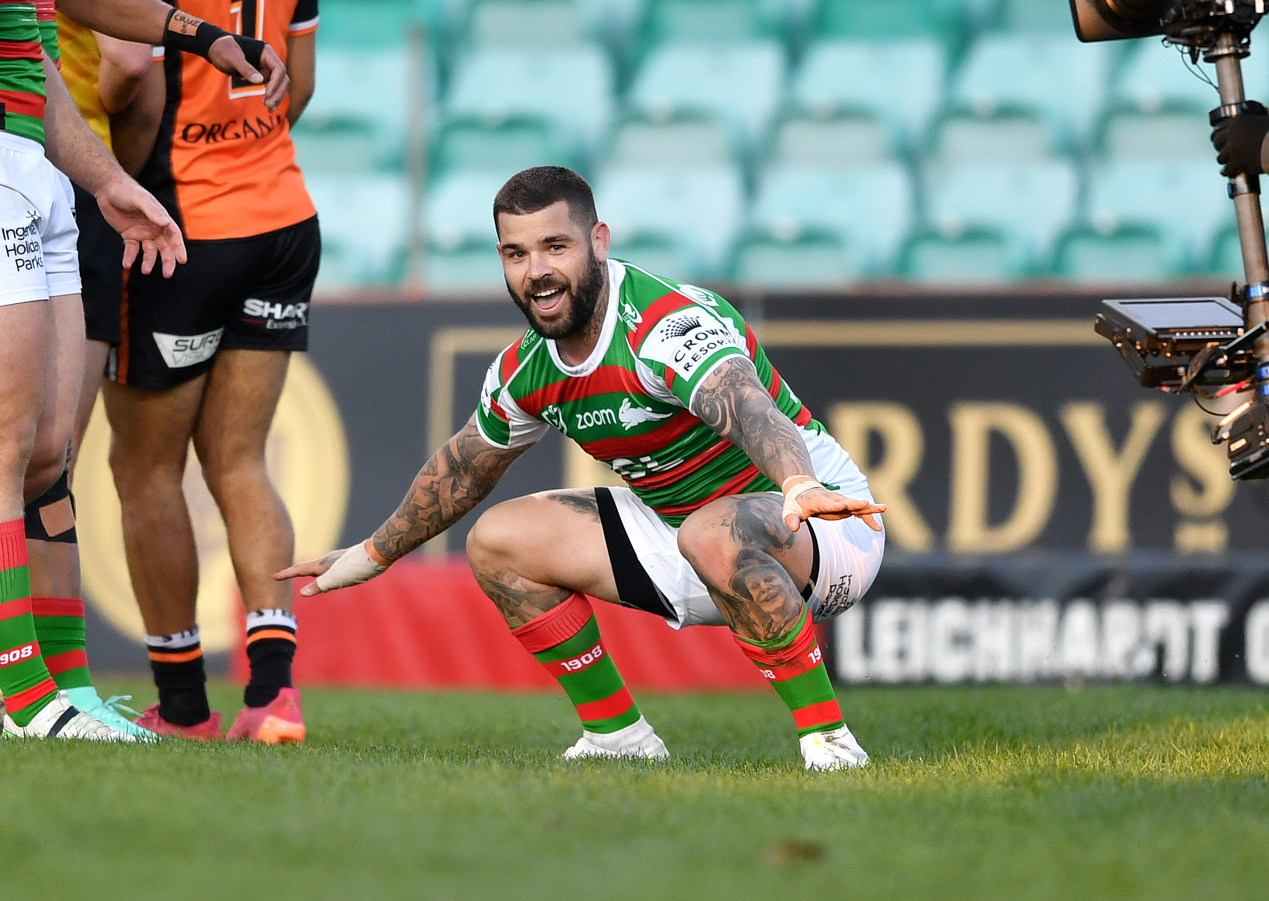Reynolds red-faced over no-try as Rabbitohs roll past Tigers